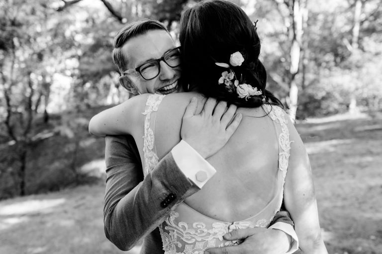 8 manieren om jullie originele trouwdatum te vieren tijdens de coronacrisis
